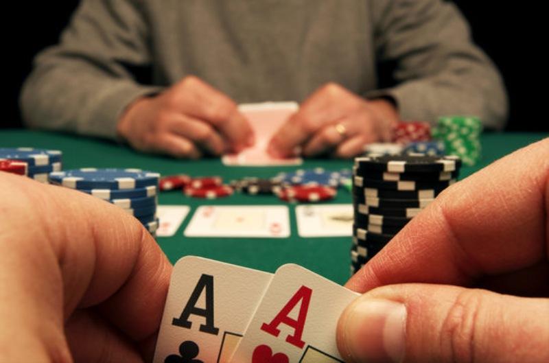 """Lối chơi """"phóng khoáng"""" là một trong 5 sai lầm khi đánh poker thường gặp"""